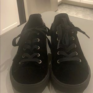 Dynasty casual shoes size 2